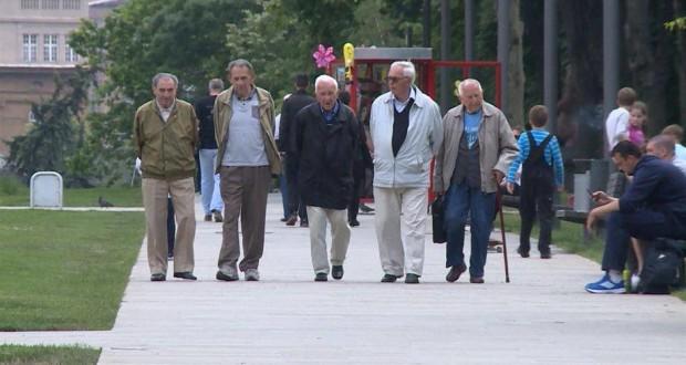 Дозвољено кретање лицима са навршених 65 година и више уторком и петком од 7 до 10 часова